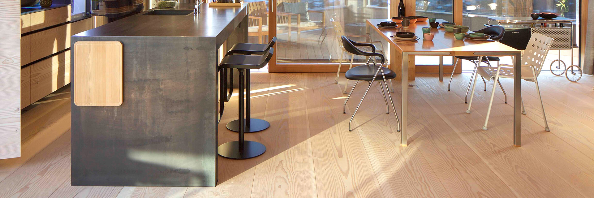 Sophisticated service by pur natur. We take our time to find the perfect floor for your home, hotel or retail space.